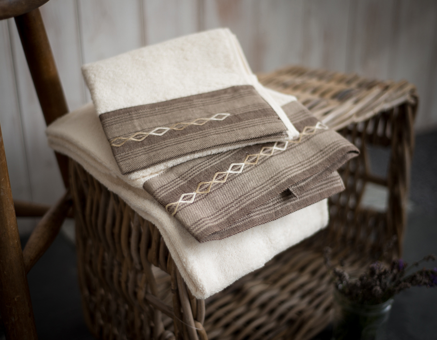 Embroidered set of 2 bath towels