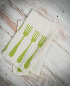 Green-linen-napkins-forchette