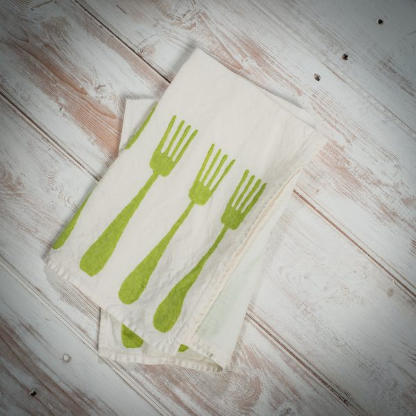 Green-linen-napkins-forchette