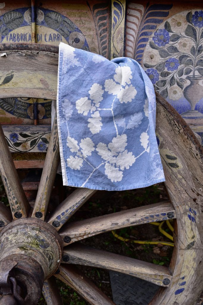 block printed oak leaf linen towel Bertozzi