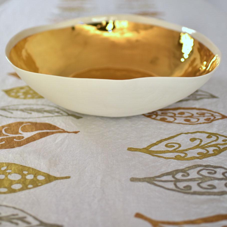 Bertozzi linen and porcelain