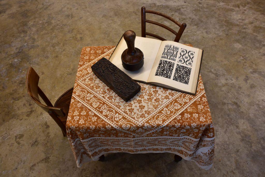 Bertozzi linen tablecloth rust