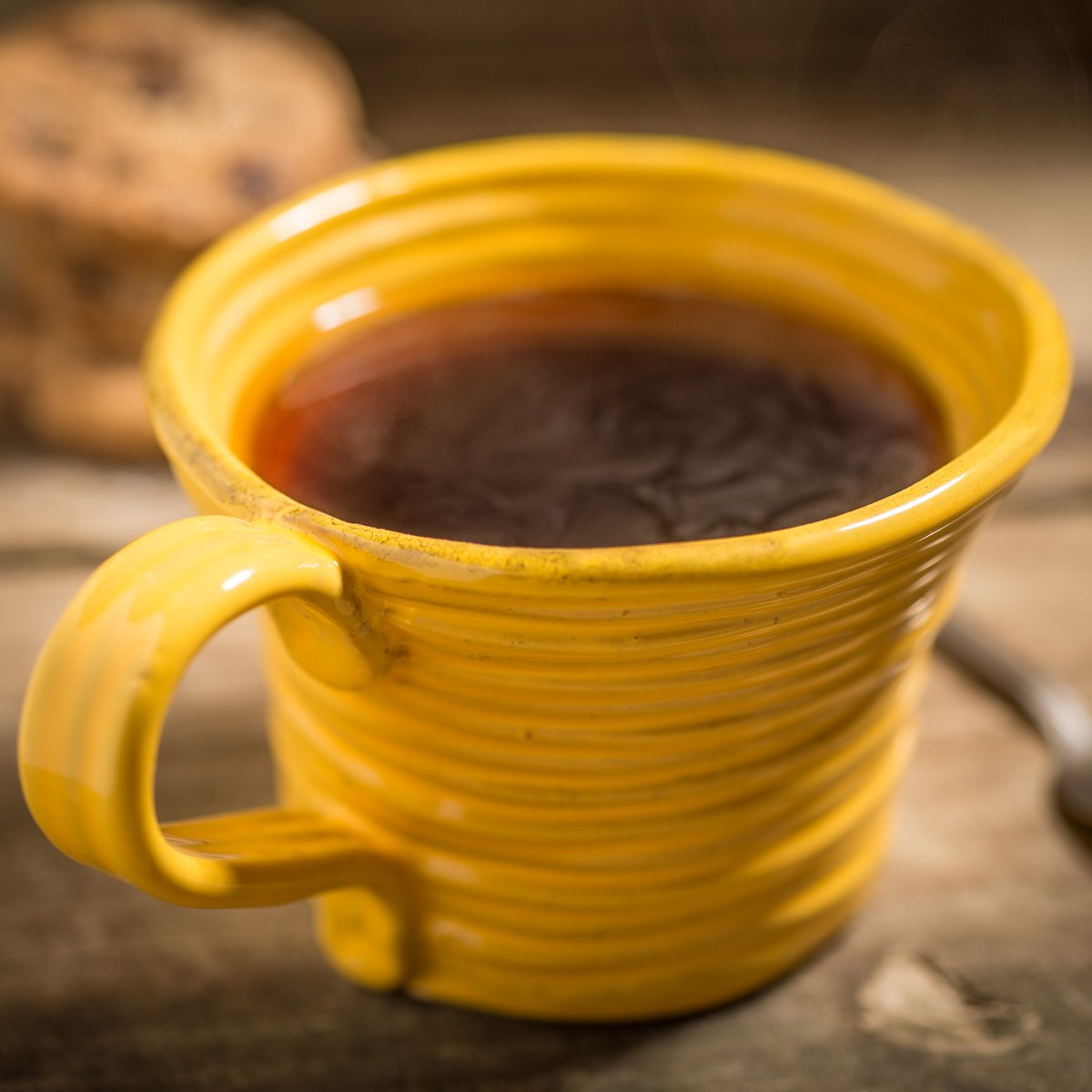 Hand-coiled artisan mug in yellow by Ceramiche Tapinassi