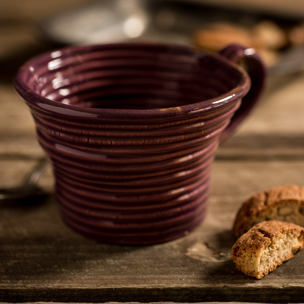 Hand-coiled artisan mug in purple by Ceramiche Tapinassi