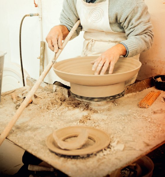 Craftsman making ceramic bowl