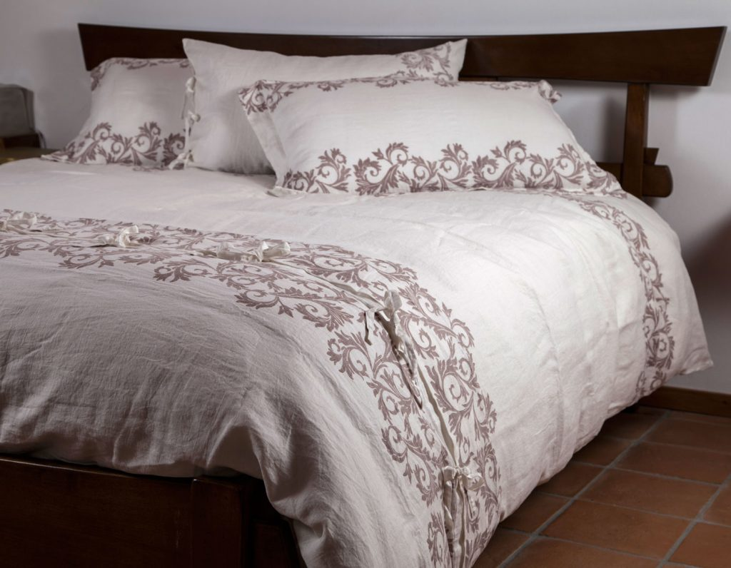 Luxury linen bedding set